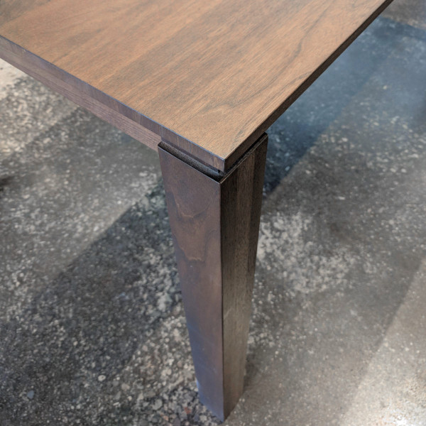 Luci Dining Table